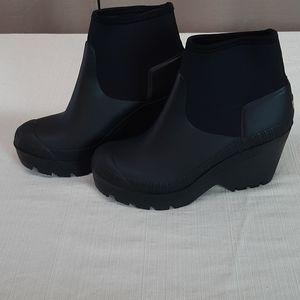 Ladies size UK 7 black HUNTER ankle boots